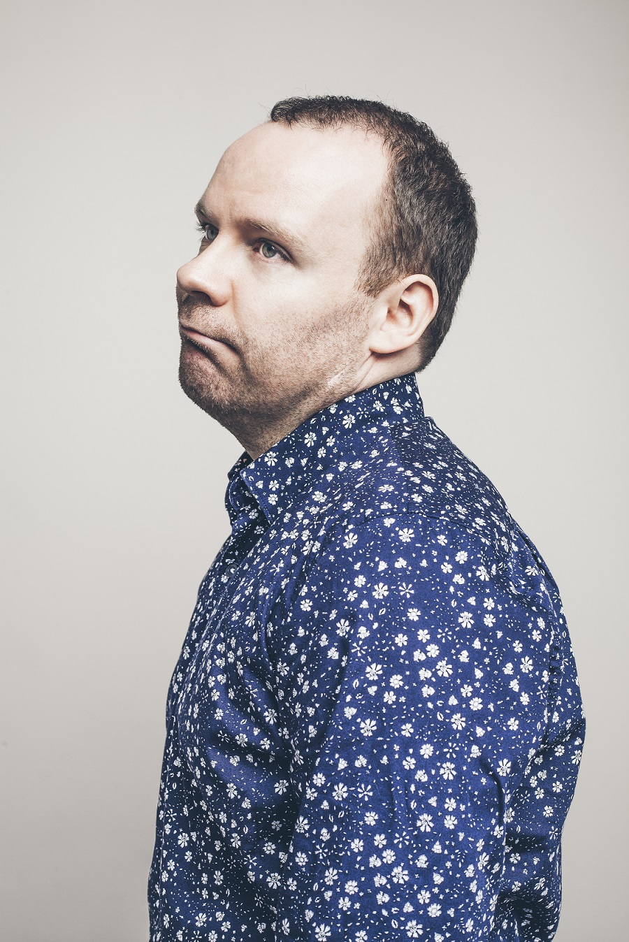 Photo of voiceover artist Neil Delamere